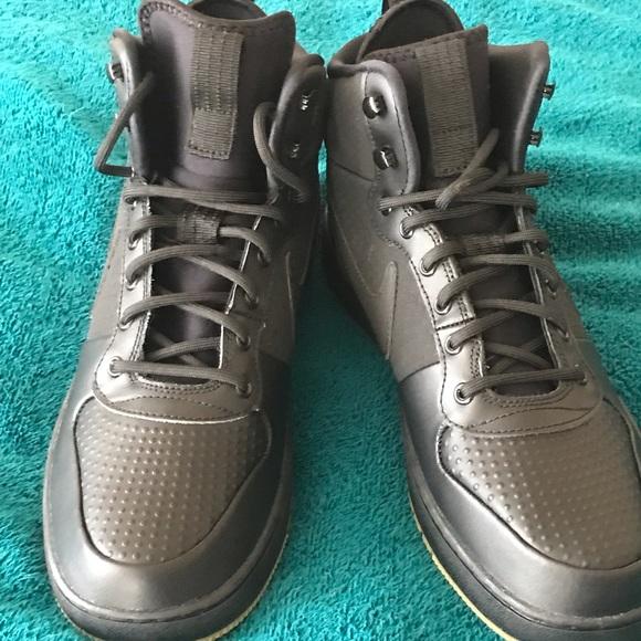 887c9c7c2a7 NWT Nike Black Tennis Shoes